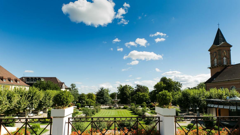 Blick von der Terrasse auf den Kurpark