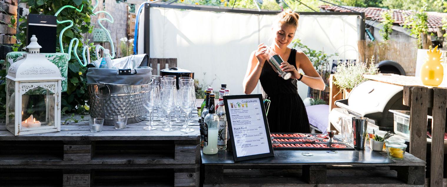 Die Cocktail-Bar für die Hochzeitsfeier am Abend