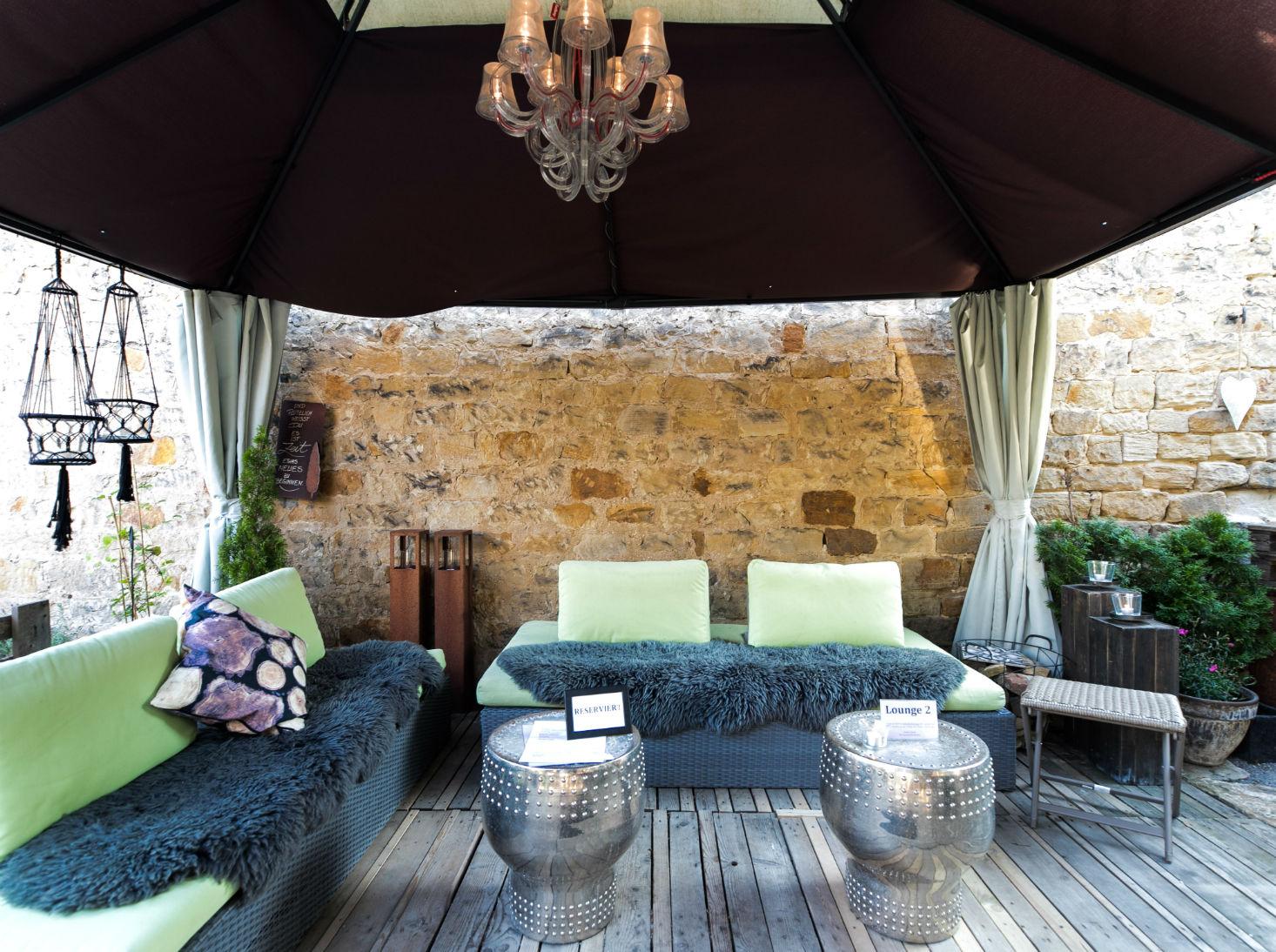 Hochzeitslocation Lavendelhof und der gemuetliche Innenhof
