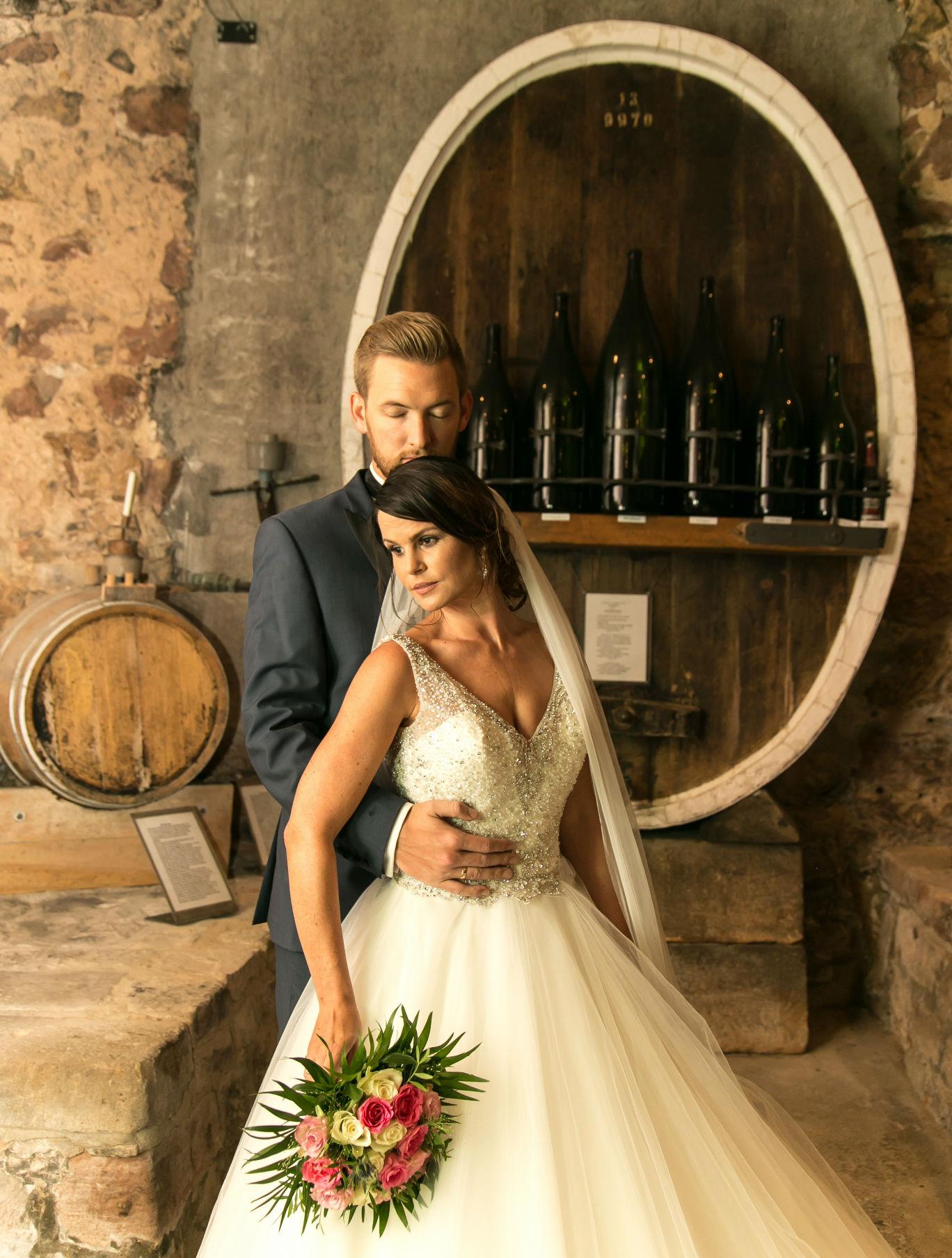 Brautpaar im Sektmuseum der Sektkellerei der Schloss Wachenheim