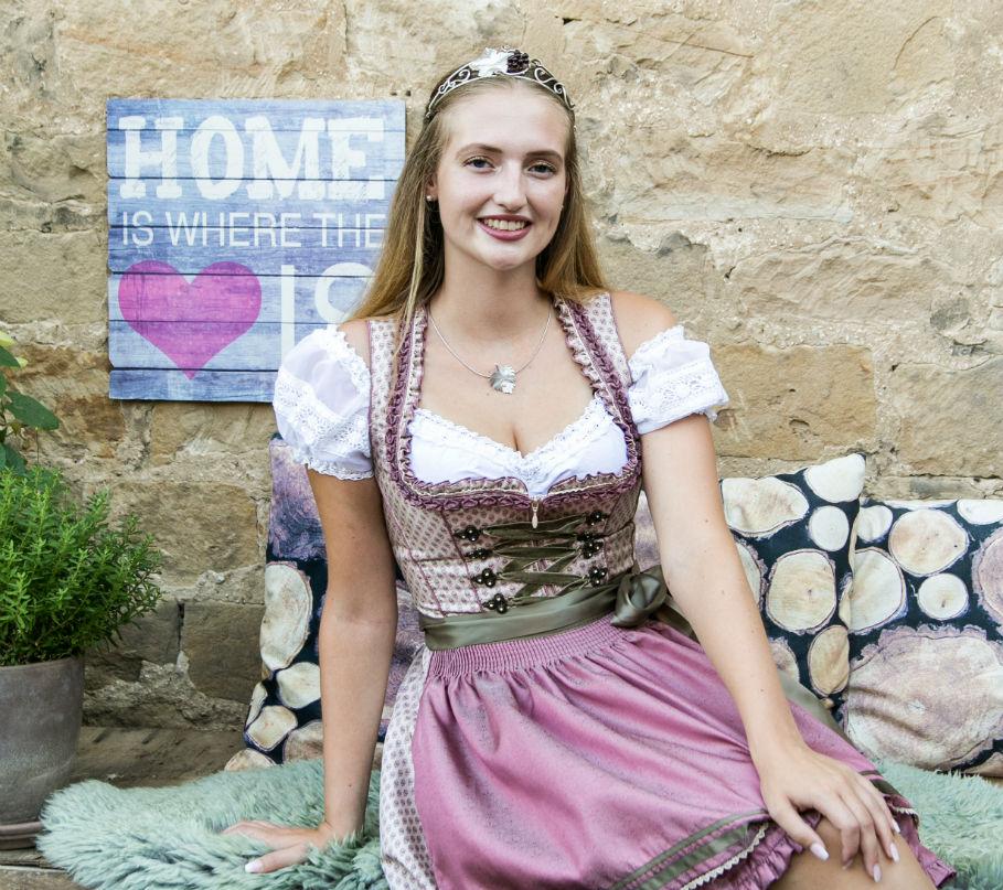 Weinprinzessin Melina von Neustadt-Koenigsbach