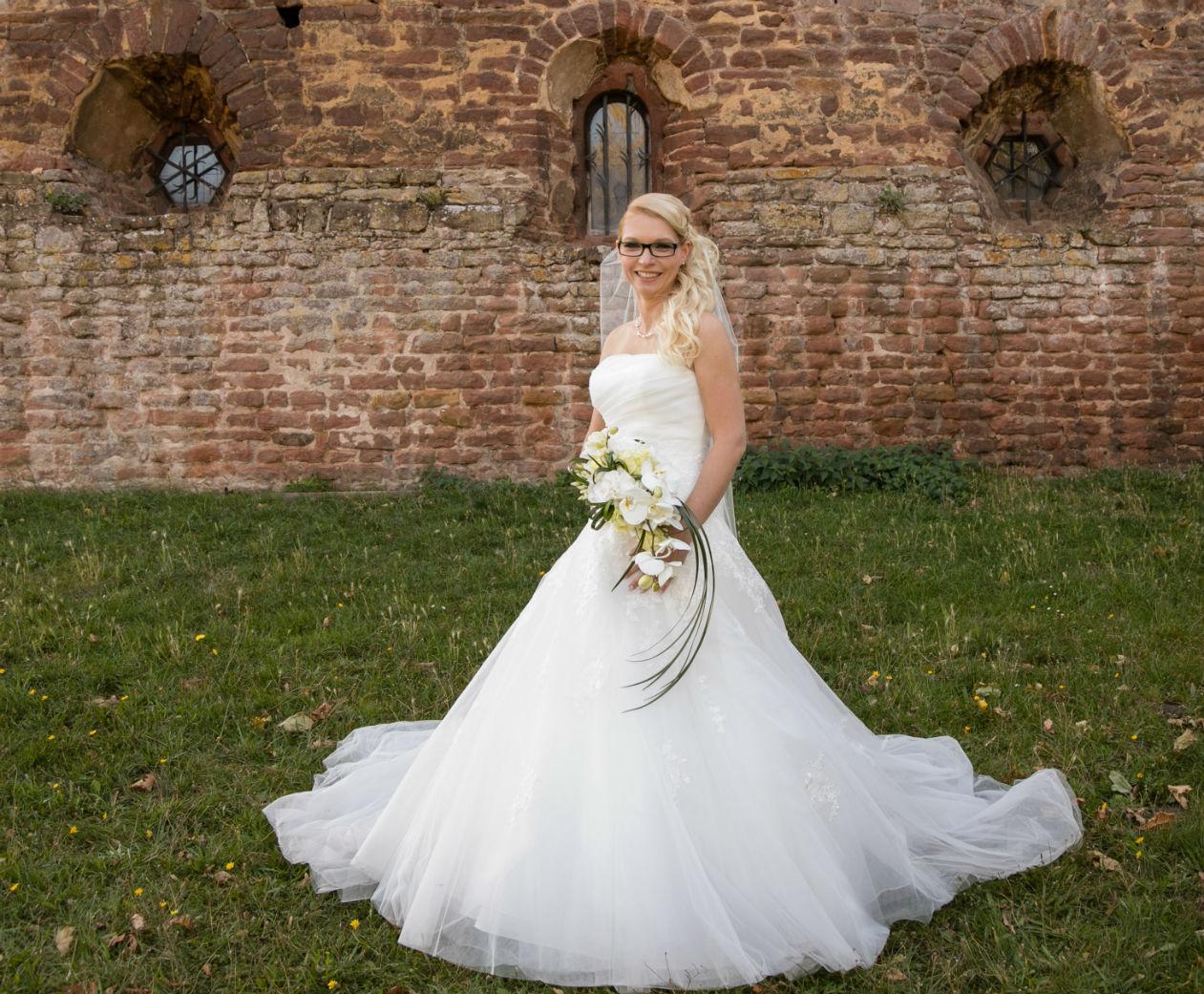 Braut vor dem Kloster Limburg Bad Dürkheim