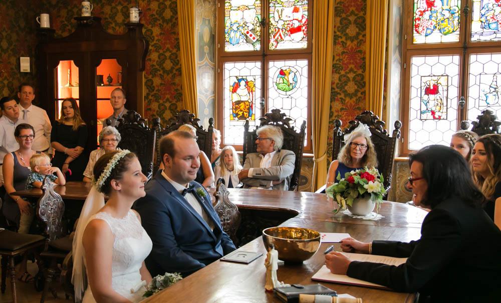 Trauzimmer mit Brautpaar im Rathaus Deidesheim Pfalz