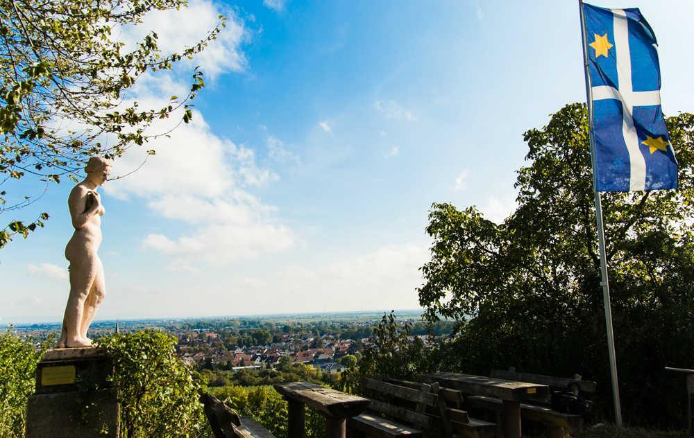 Eva im Paradiesgarten von Deidesheim Pfalz